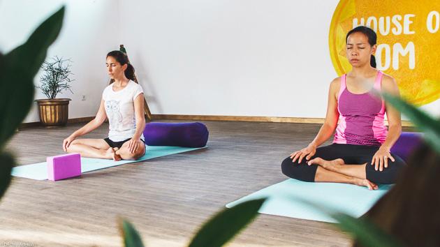 Cours de yoga illimités pendant votre retraite sur l'île de Nusa Lembonga