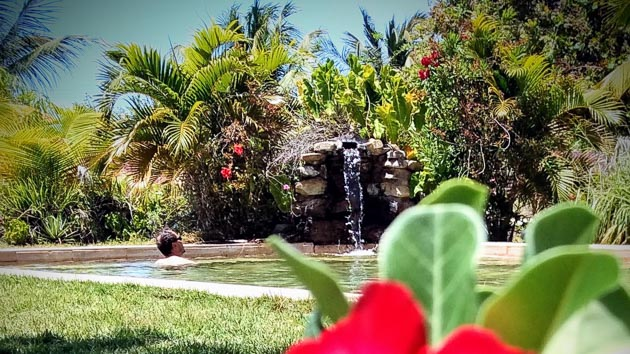 La piscine de notre jardin tropical au Brésil