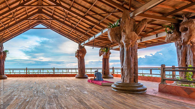 Des séances de yoga face à l'Océan à Bali en Indonésie