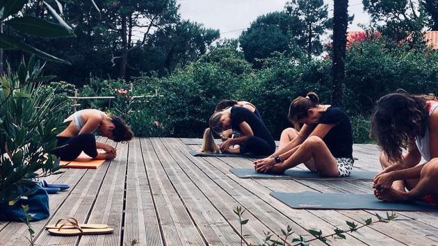 Venez pratiquer le yoga sur notre deck avec vue sur les Pyrénées