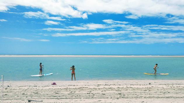 La beauté des plages de sable blanc de Parajuru au Brésil
