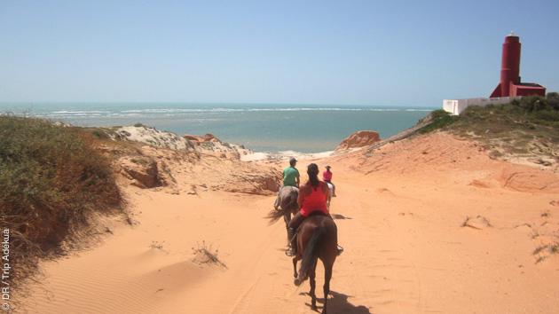Randonnée à cheval pour découvrir les alentours de Parajuru au Brésil