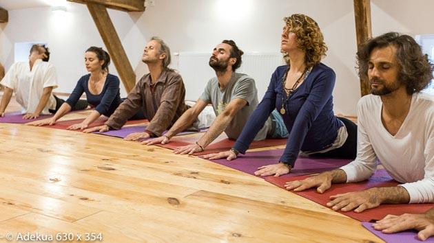 Asanas et méditation de pleine conscience pour votre séjour yoga
