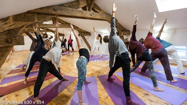 Yoga et méditation dans un château de la campagne française