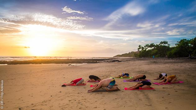 Asanas au coucher du soleil pour un séjour yoga unique
